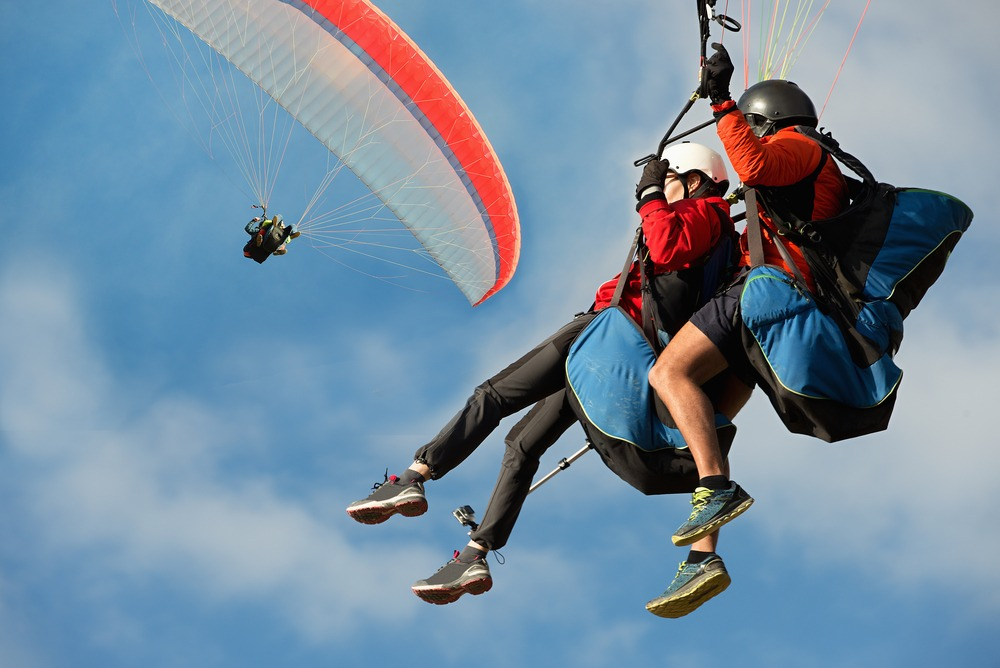 Two paraglider tandem fly